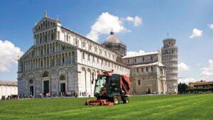 Vrtni traktor ali napredno sedežno kosilnico uporabljamo takrat, ko želimo doseči brezhiben rezultat