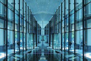 Napredna steklena drsna vrata so kot nalašč za sodobne poslovne prostore.